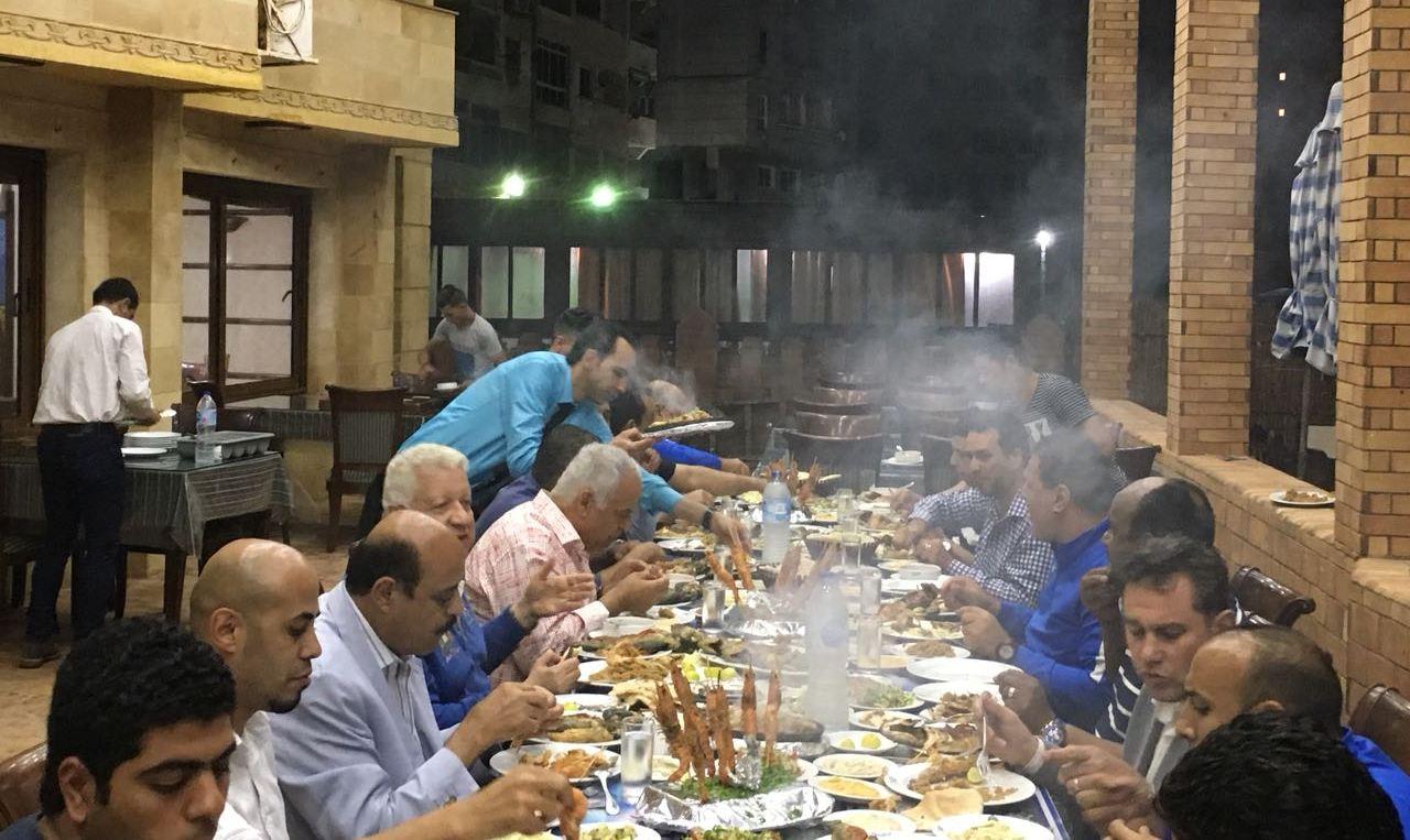 عشاء مرتضى منصور وفرج عامر