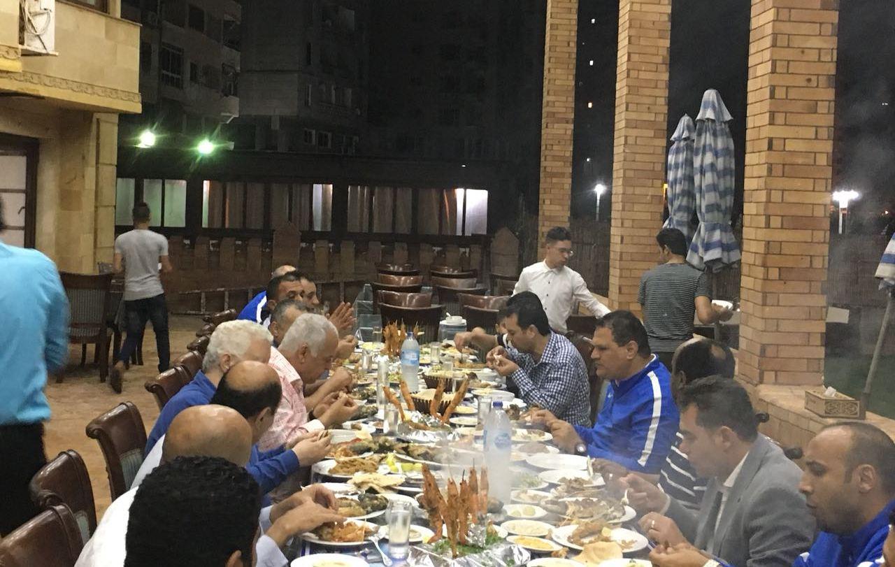 عشاء مرتضى منصور وفرج عامر بعد الكأس