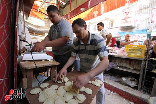 إقبال المصريين على الكنافة والقطايف (24)