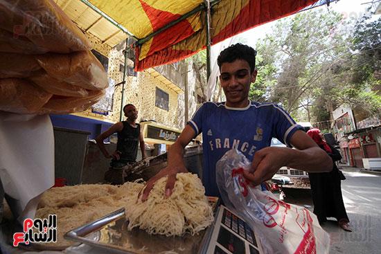 إقبال المصريين على الكنافة والقطايف (8)