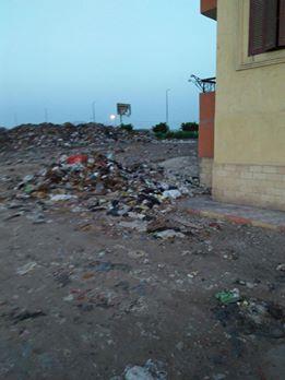 تراكم أكوام القمامة