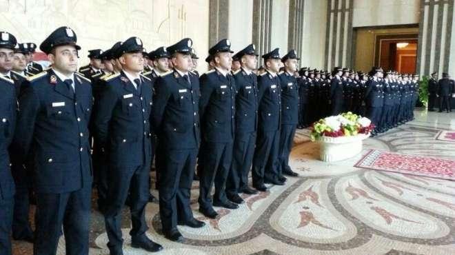 ملابس الشرطة السوداء