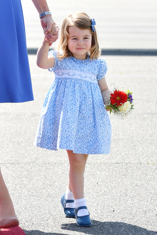 الأميرة بفستان سماوى