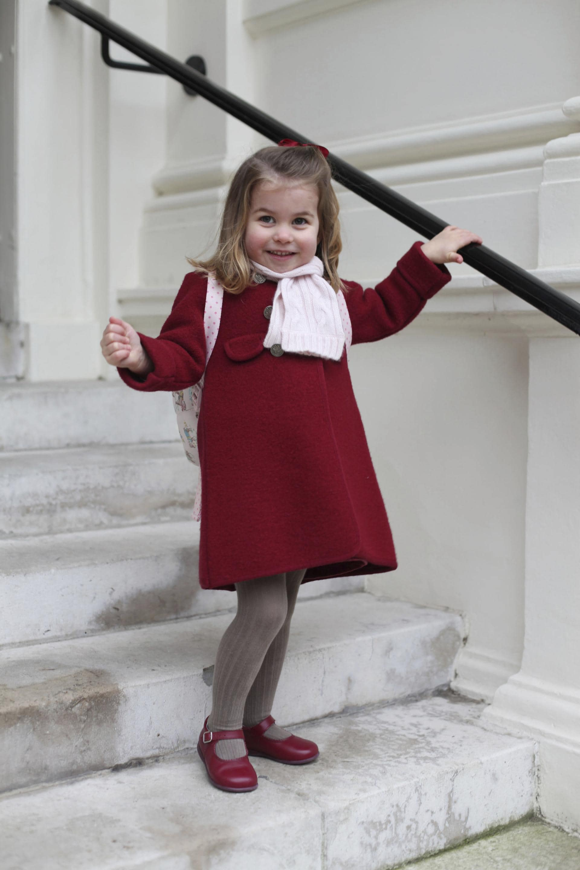 الأميرة بالبالطو الأحمر