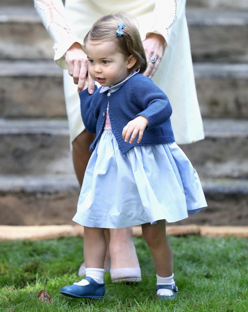 تشارلوت ترتدى فستان سماوي