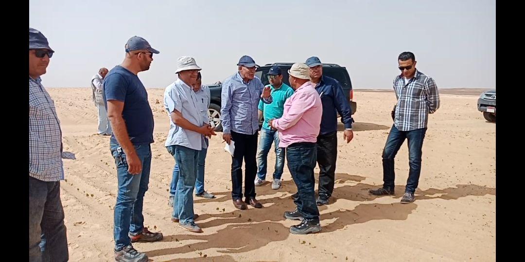 وزير الزراعة يتفقد أعمال مزرعة الـ 20 ألف فدان بغرب المنيا (2)
