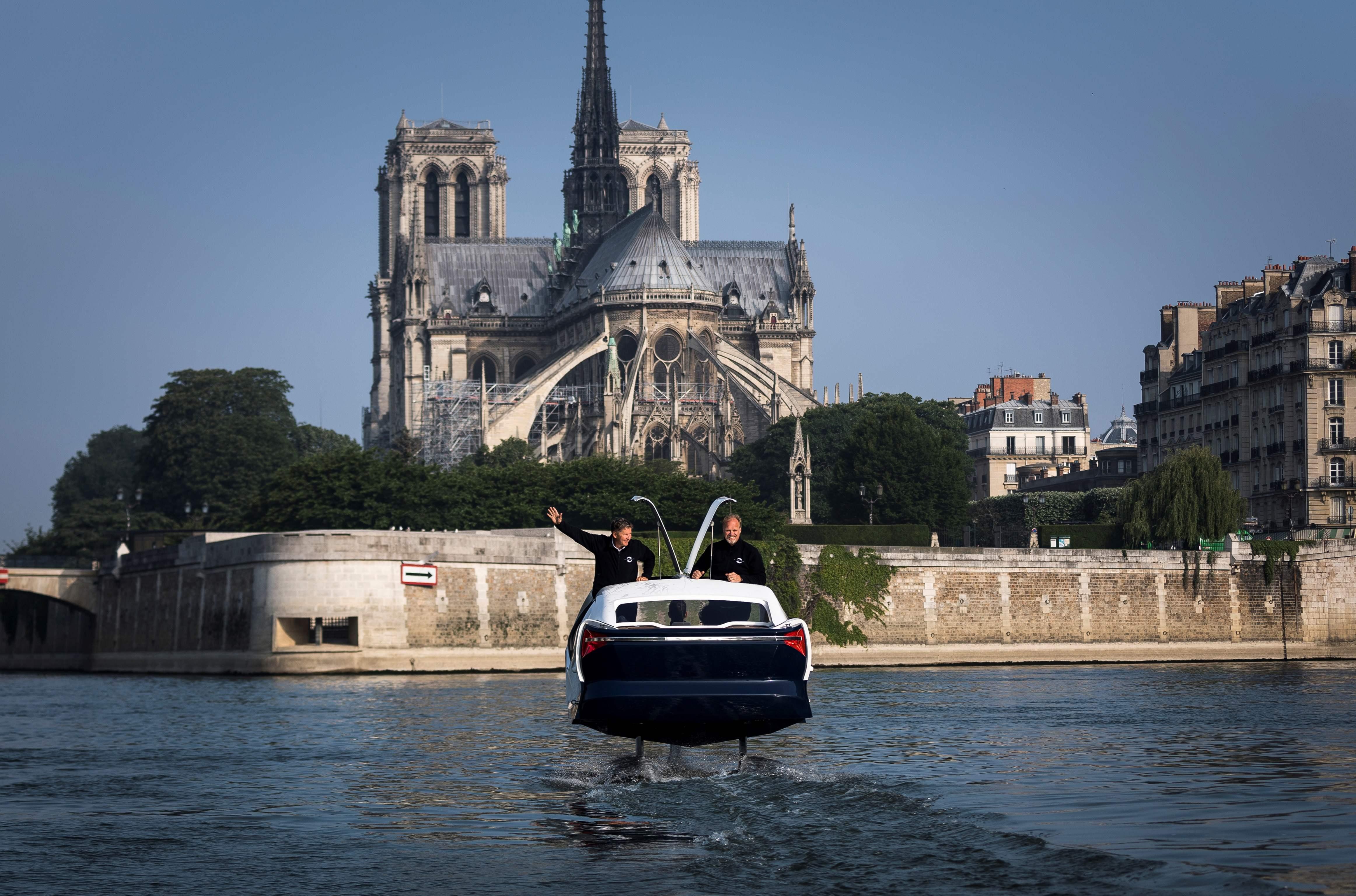 فرنسا تطلق تاكسى طائر جديد