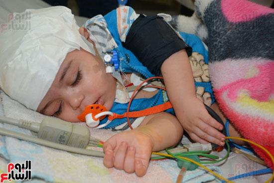 محافظ-الغربية-يطمئن-على-صحة-الطفل-زياد-بمستشفى-الطوارىء-ويقدم-الشكر-لفريق-الاطباء-(5)
