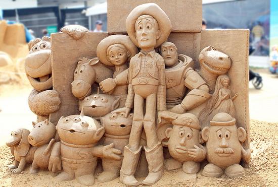 تمثال لعب اطفال