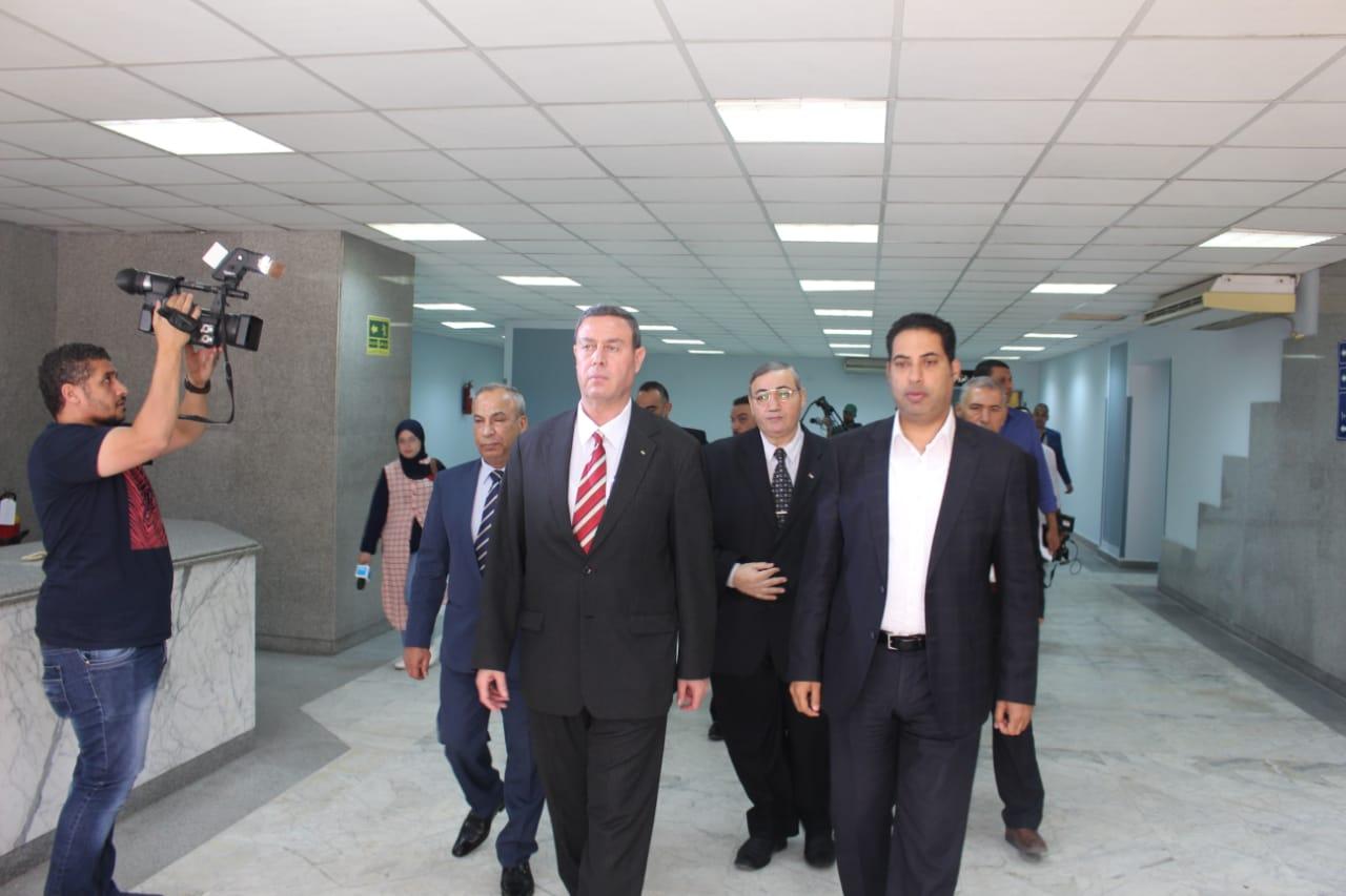 السفير الفلسطينى فى زيارة للمصابين والجرحى