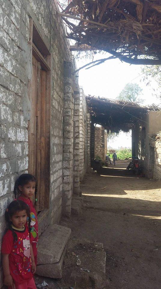 منازل العزبة بدون كهرباء  (1)