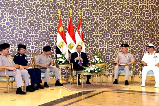 الرئيس عبد الفتاح السيسي مع كبار قادة القوات المسلحة (1)