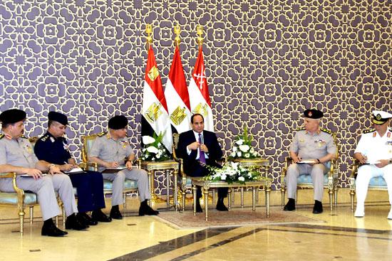 الرئيس عبد الفتاح السيسي مع كبار قادة القوات المسلحة (2)