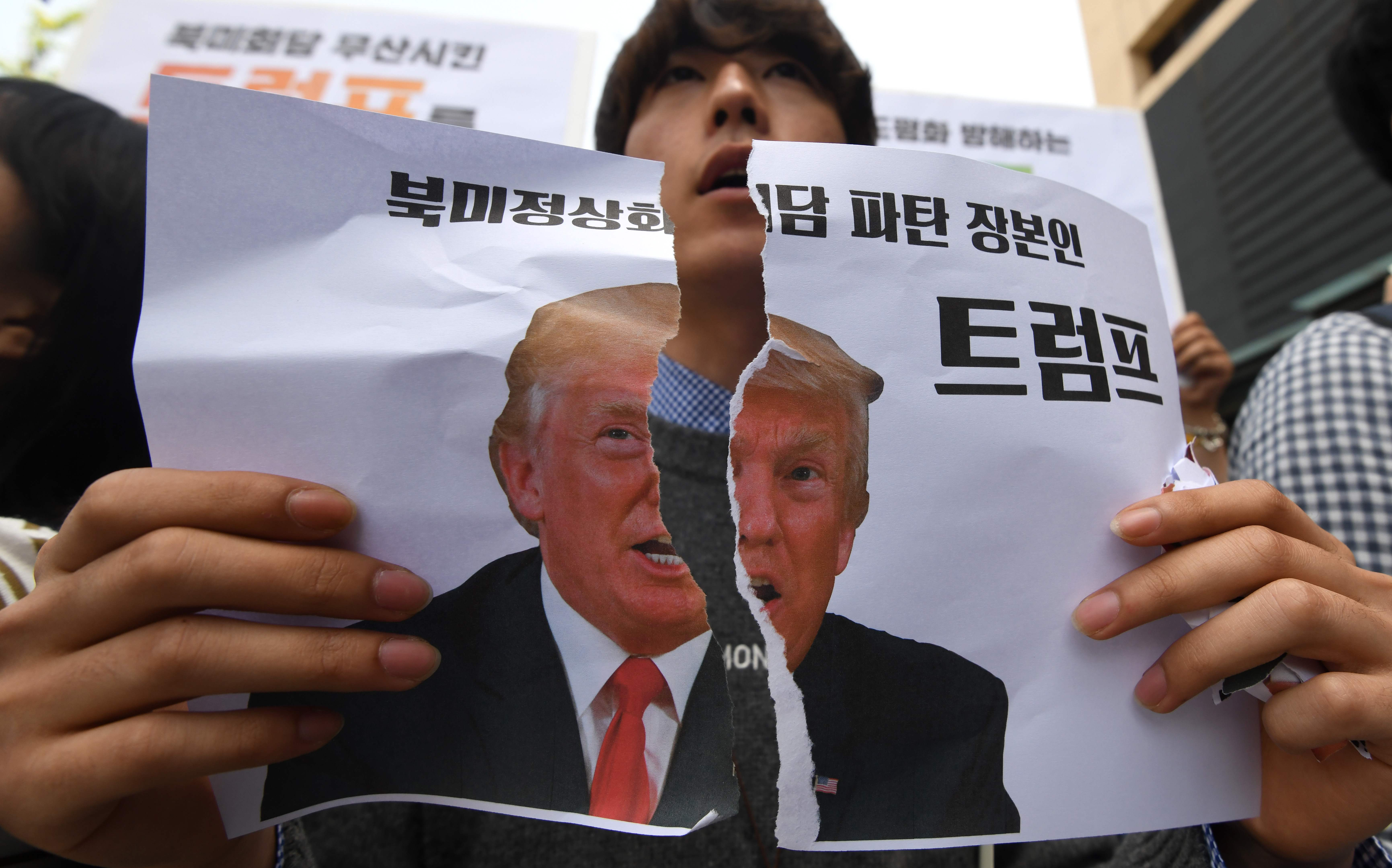 تمزيق صور ترامب فى كوريا الجنوبية