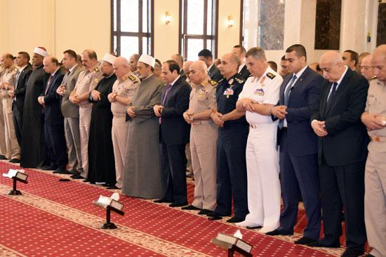 الرئيس عبد الفتاح السيسي مع كبار قادة القوات المسلحة (6)