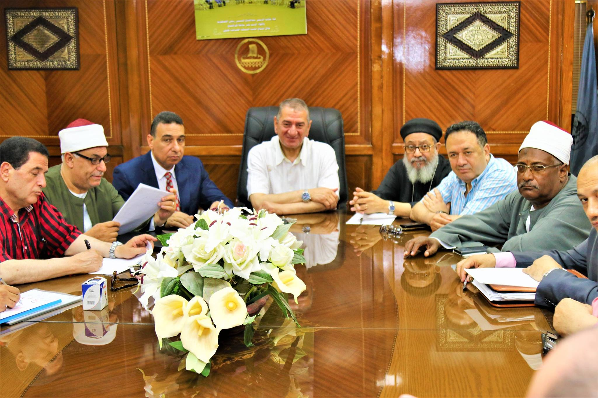 2- جانب من اجتماع بيت العائلة برئاسة المحافظ