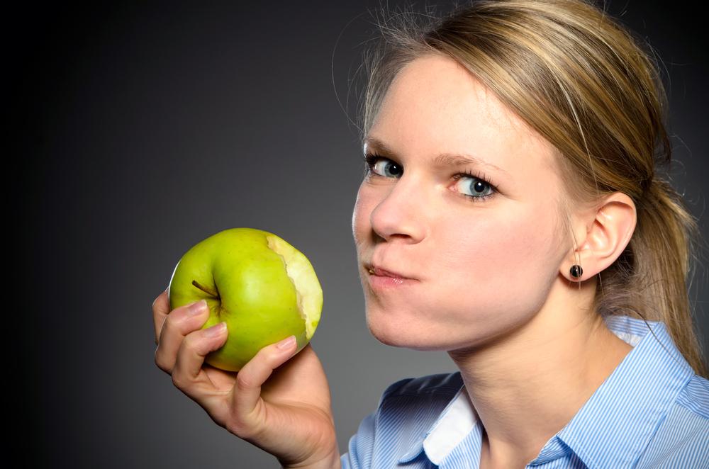مضغ الطعام جيداً يساعد فى التخلص من الكرش