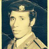 الشاعر حسن طلب بالملابس العسكرية