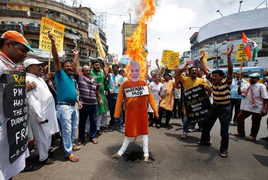 حرق صور رئيس الوزراء الهندى مودى