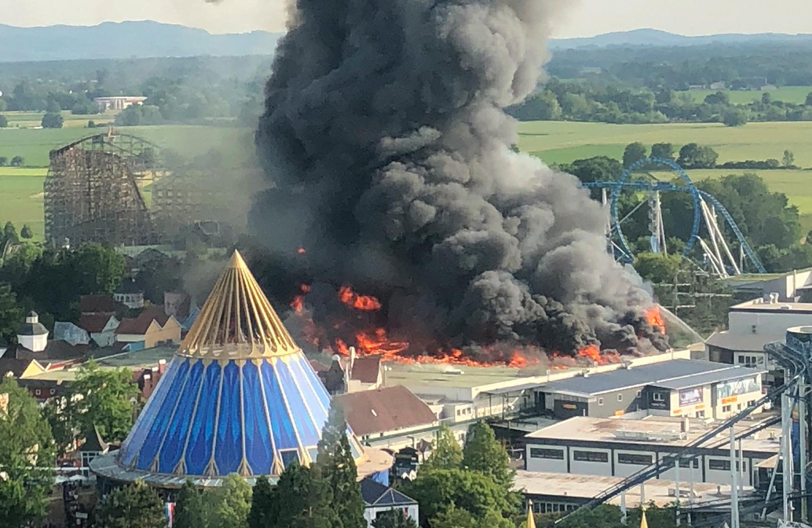 حريق هائل فى مدينة الملاهى