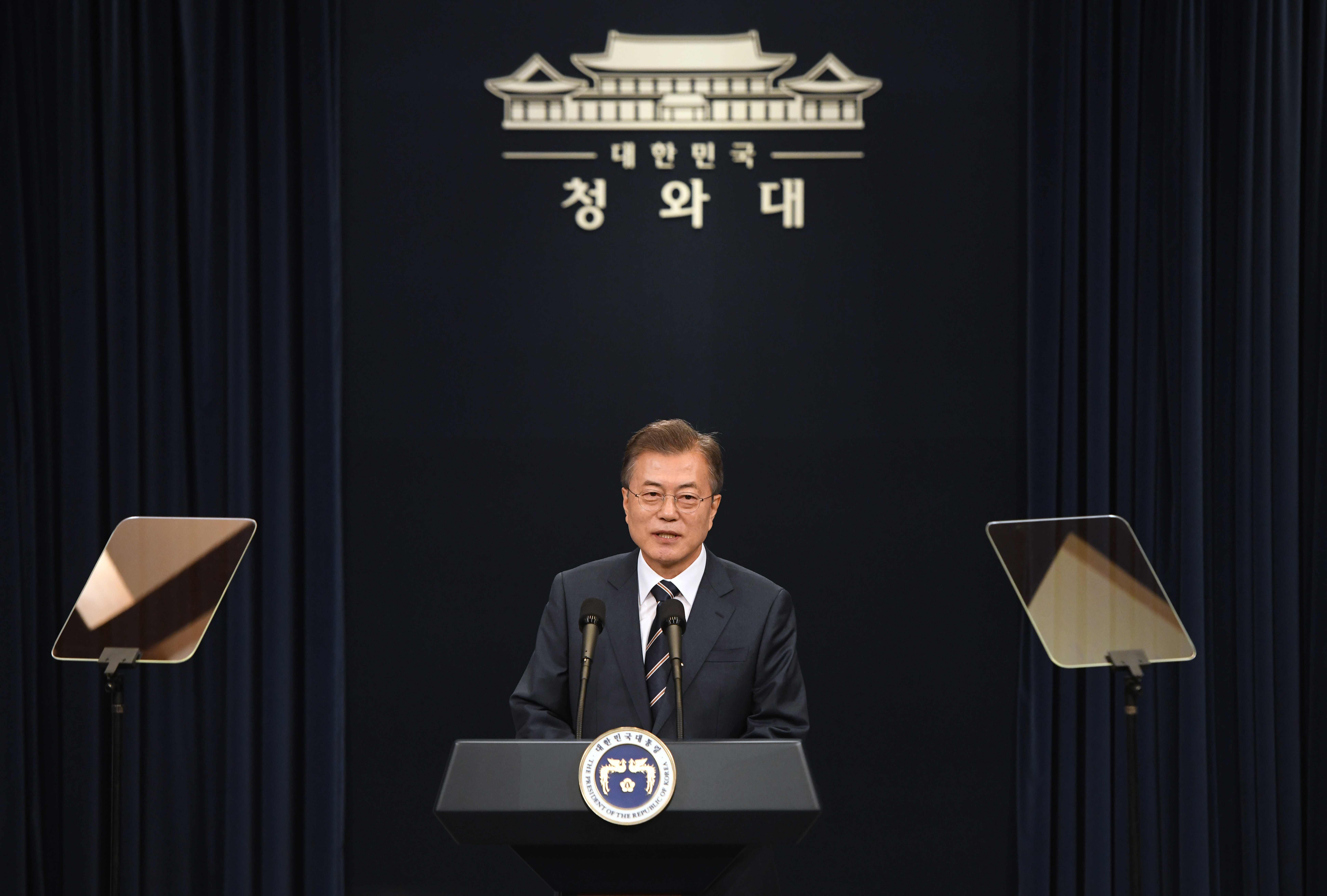 رئيس كوريا الجنوبية يتحدث للصحفيين