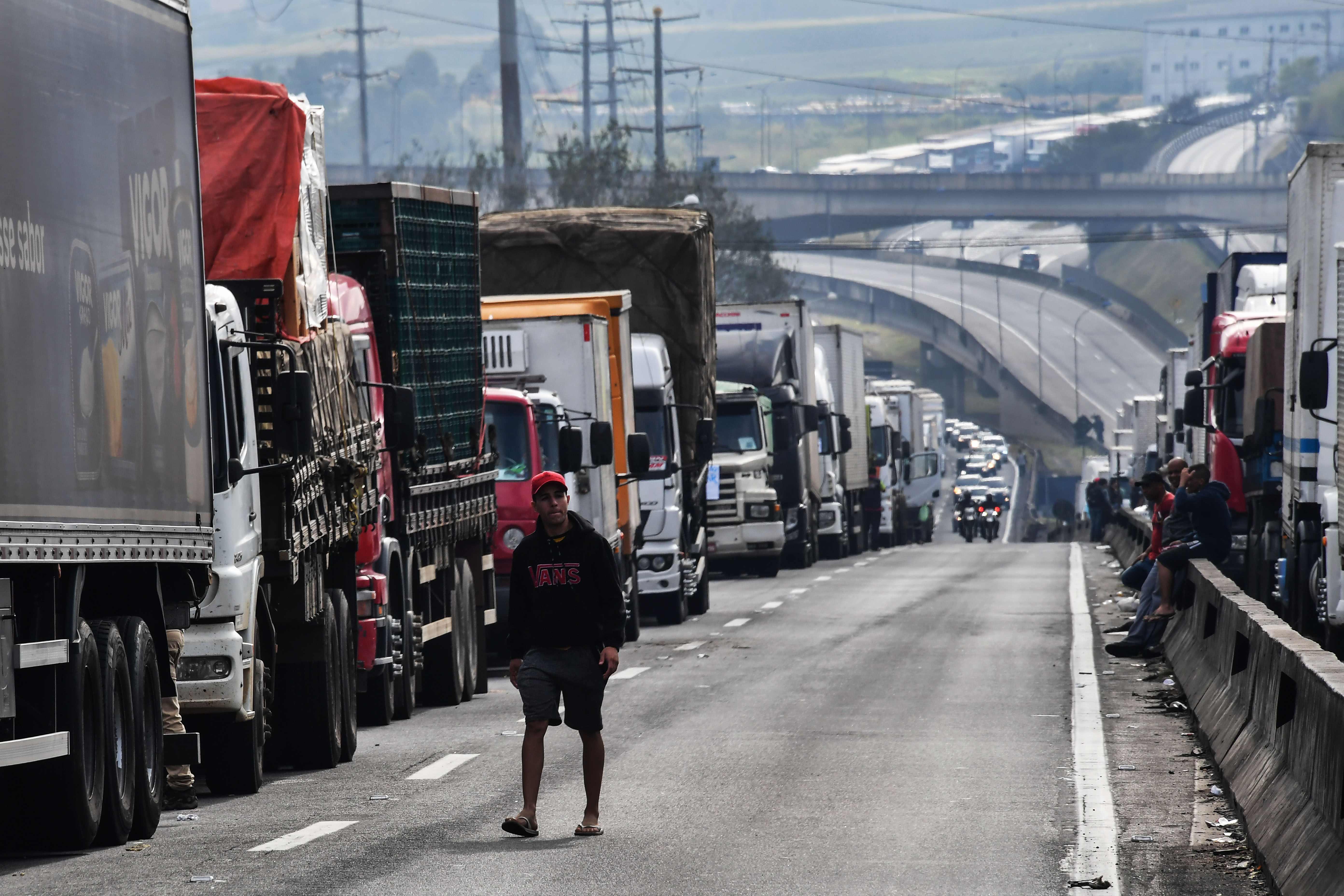 اضراب سائقى الشاحنات فى البرازيل