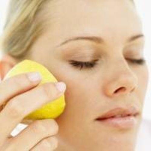 الليمون لازالة البقع بالوجه