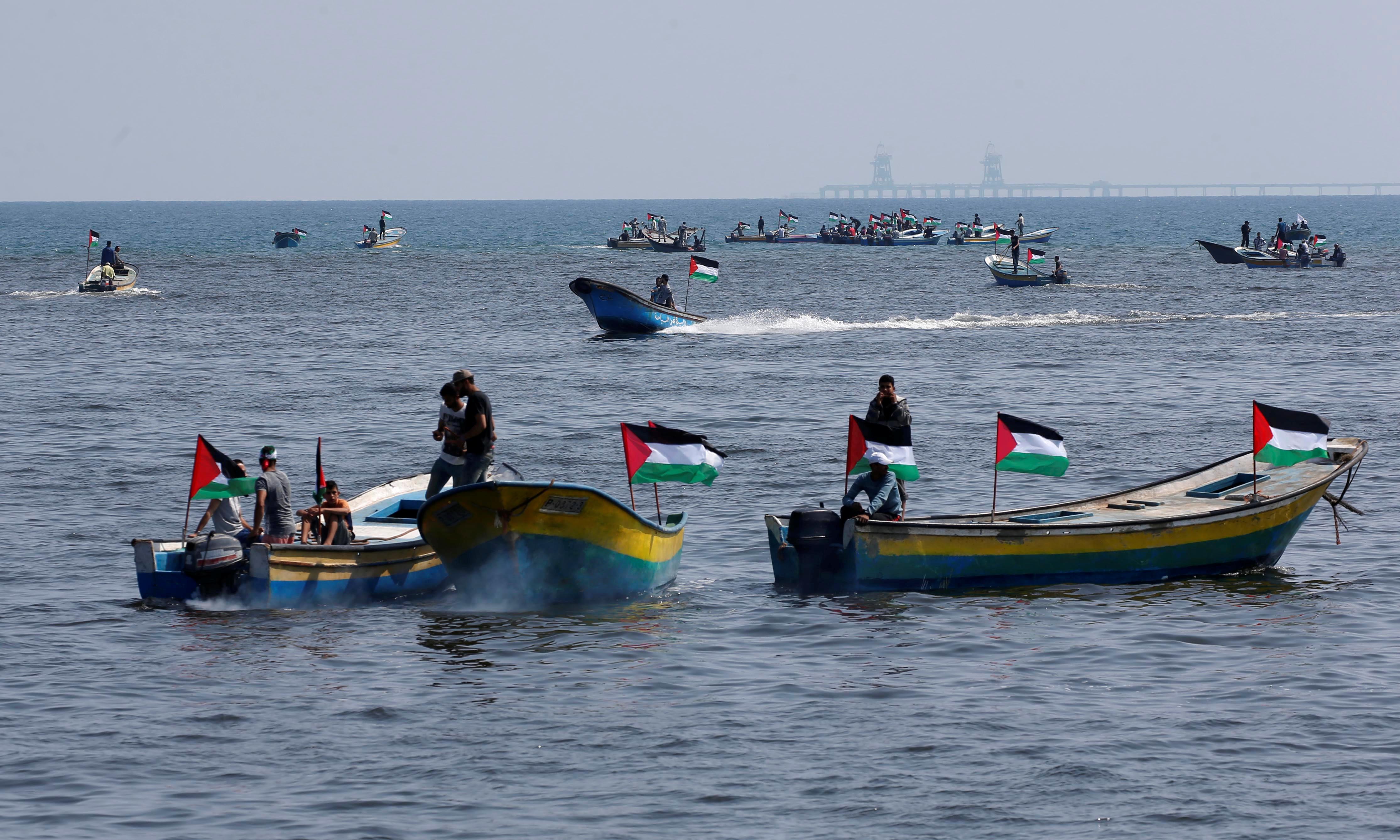 فلسطينيون يبحرون إلى أوروبا