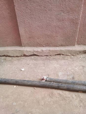 الكابل-اثناء-دفنه-بالقرية--(4)