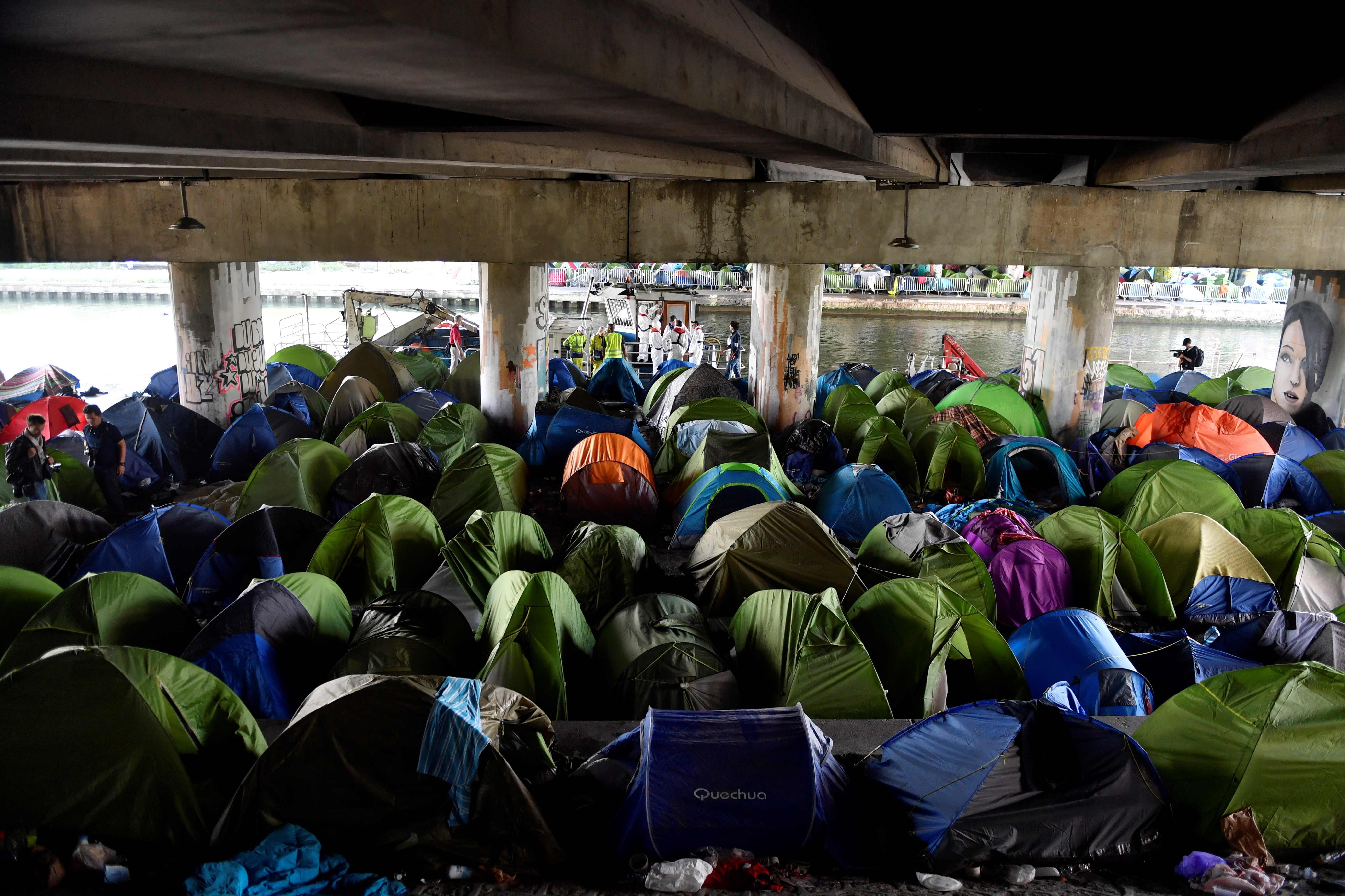 مخيمات للمهاجرين فى العاصمة الفرنسية باريس