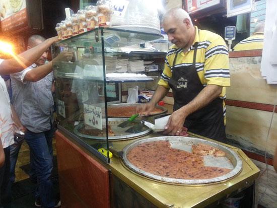 إقبال الأهالى على الحلويات فى رمضان بدمياط