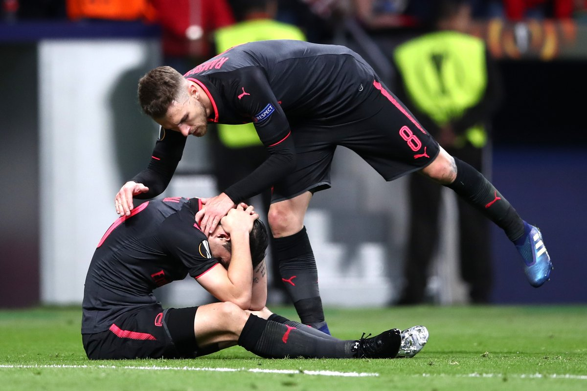 حزن لاعبى ارسنال بعد وداع الدوري الاوروبي