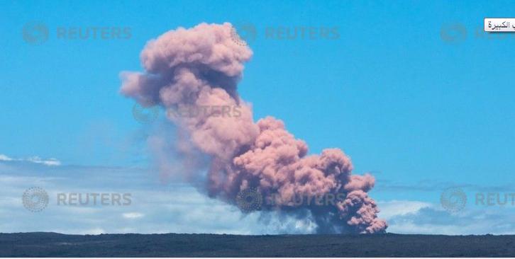 خروج الدخان من فوهة البركان