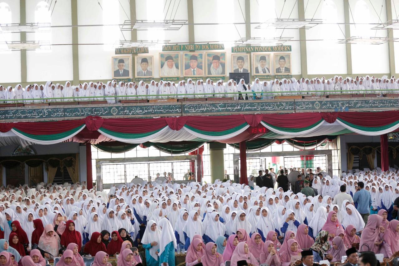 """طالبات كلية """"دار السلام كونتور للبنات"""" خلال استماعهن لشيخ الازهر"""