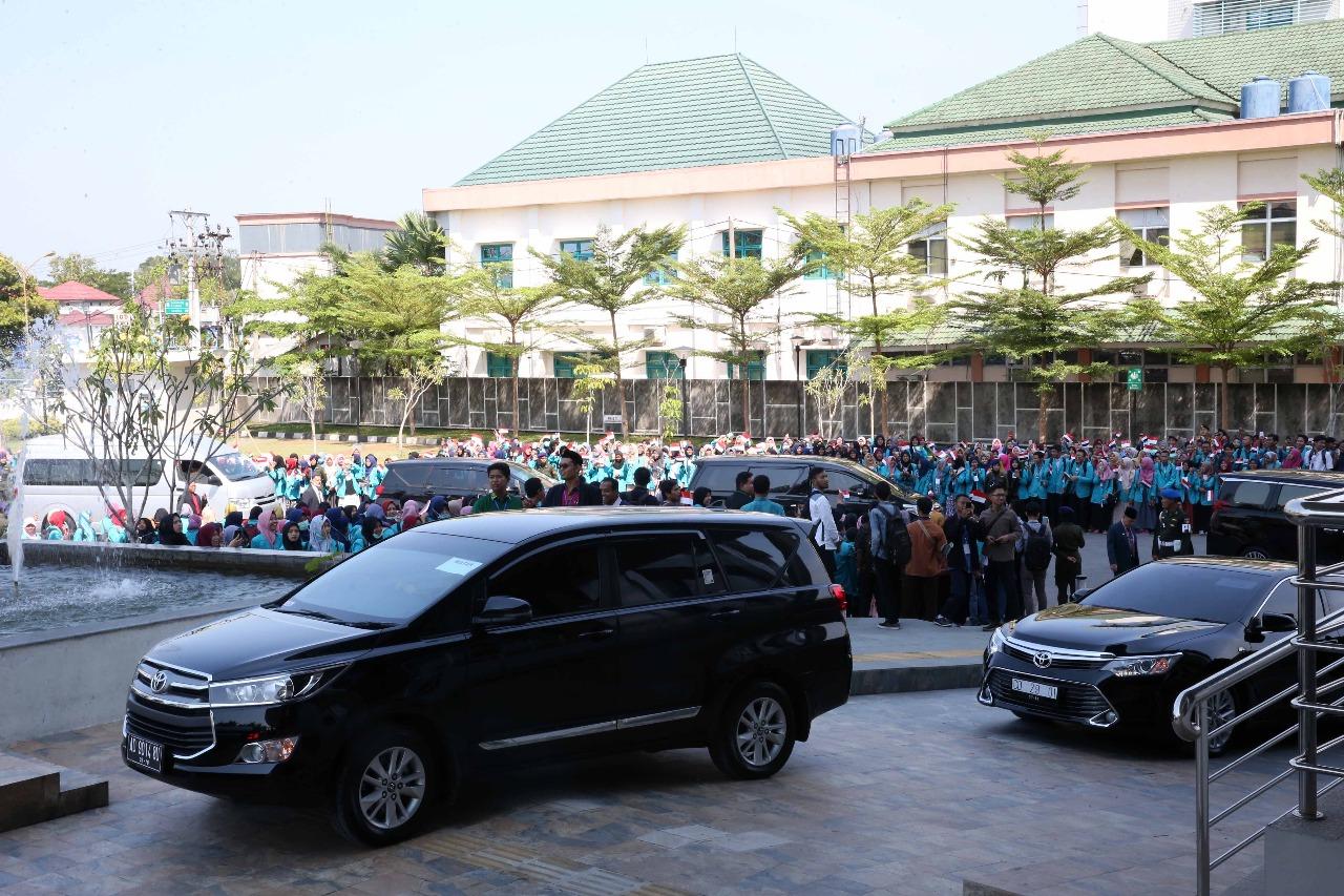 استقبال طلاب الجامعة المحمدية بإندونيسيا لشيخ الازهر