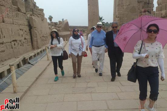 زيارة عمرو موسى امين جامعة الدول العربية السابق لمعابد الكرنك