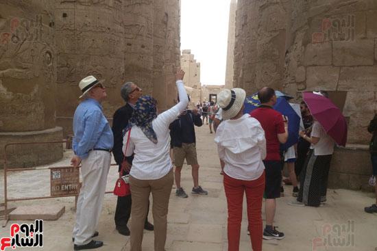 جانب من زيارة الوفد الاجنبى برفقة عمرو موسى بالاقصر