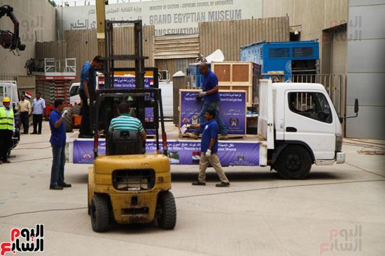 وصول عجلة توت عنخ آمون للمتحف الكبير (6)
