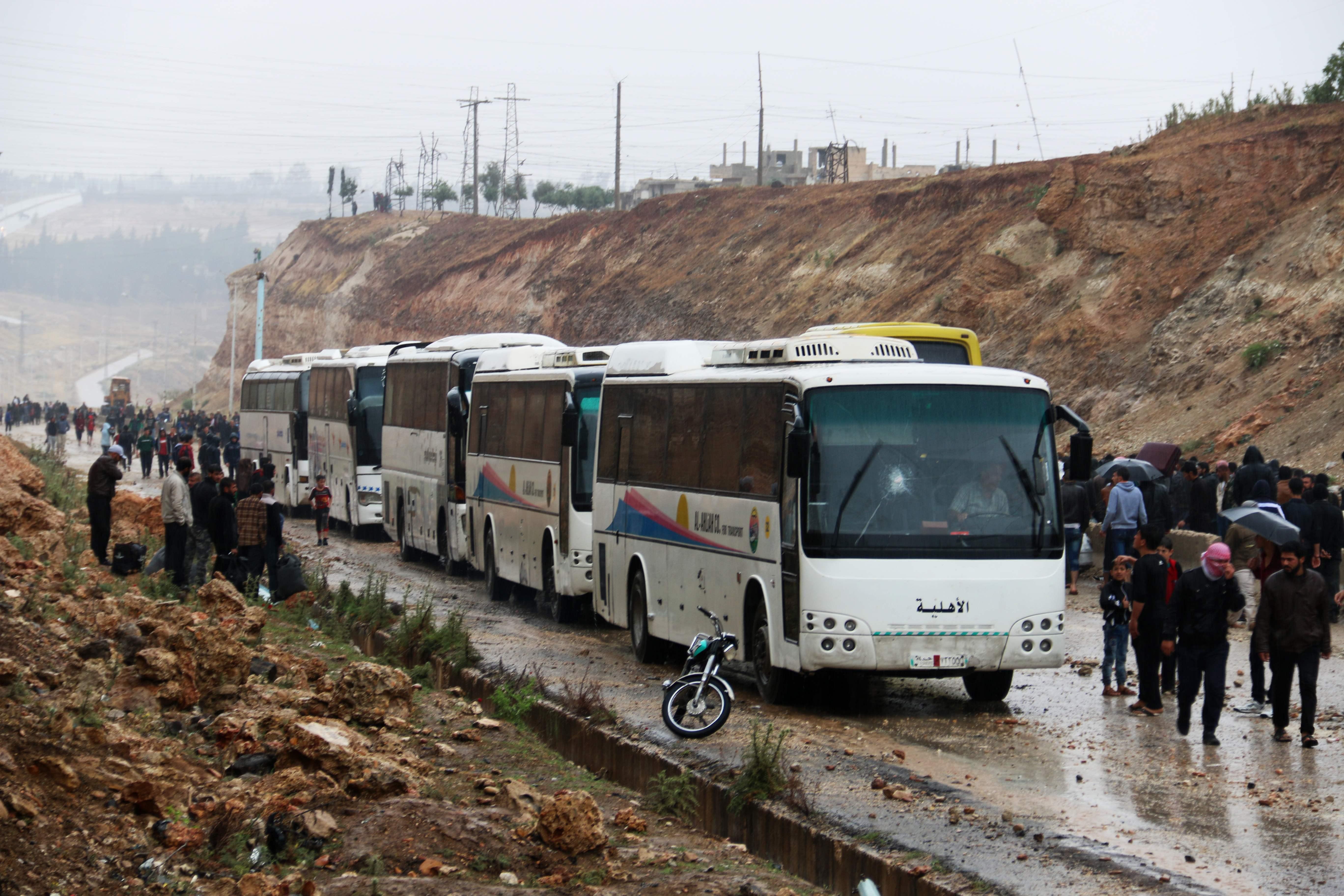 حافلات تقل السوريون