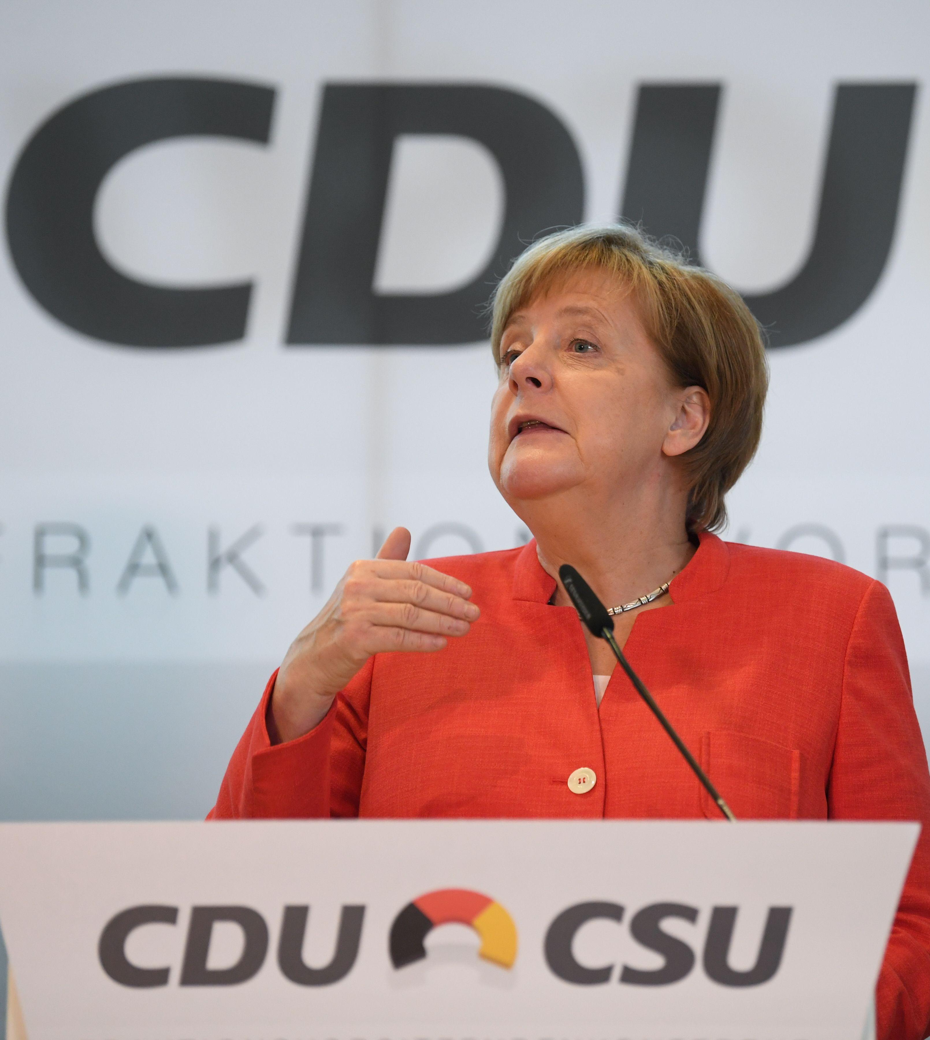المستشارة الألمانية: واثقة من إيجاد حلول مع فرنسا لإصلاح منطقة اليورو