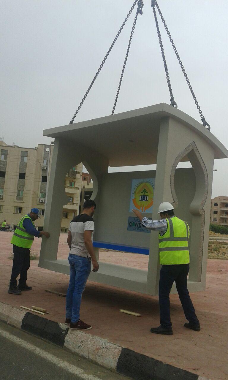 تركيب محطات انتظار جاهزة للأتوبيس  بمدينة الشروق (1)