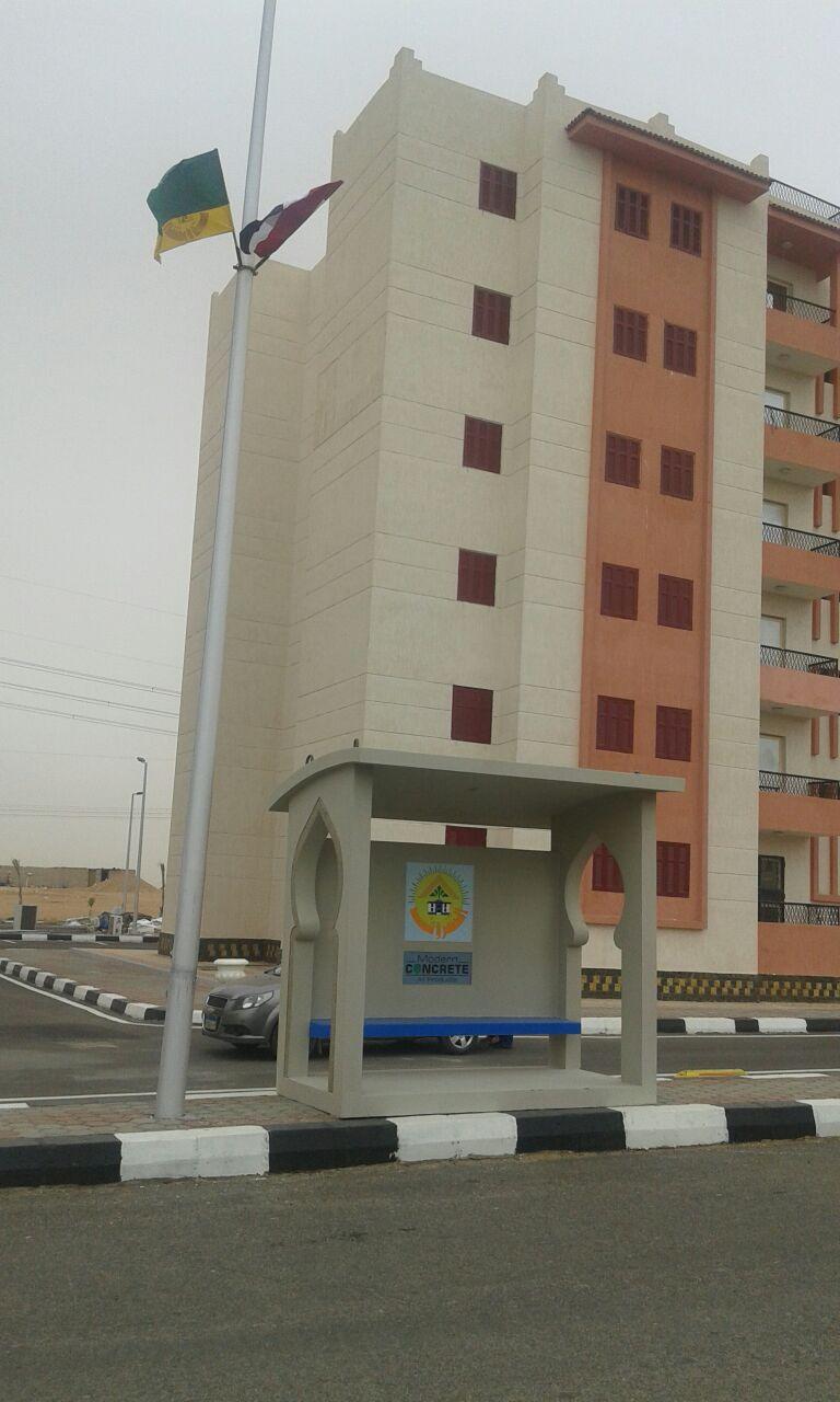 تركيب محطات انتظار جاهزة للأتوبيس  بمدينة الشروق (6)