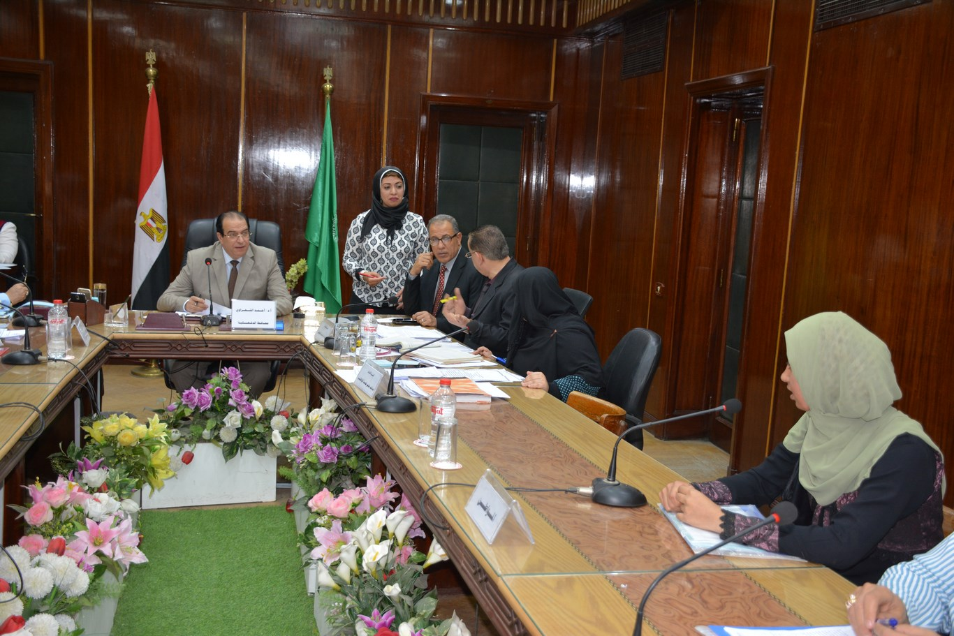 لقاء المحافظ بأعضاء الجهاز التنفيذي بالمحافظة (4)