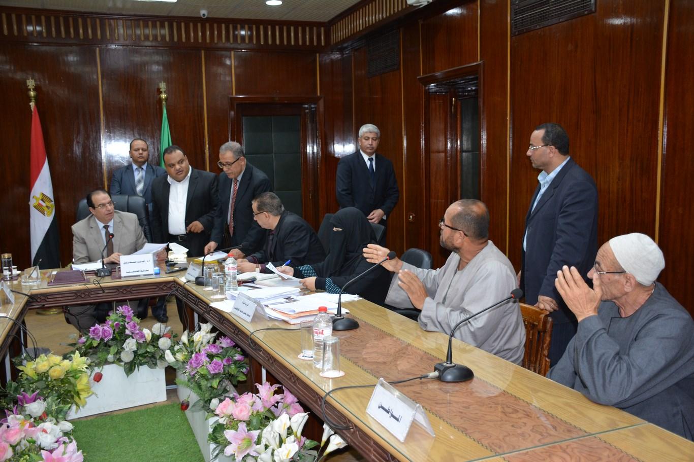 لقاء المحافظ بأعضاء الجهاز التنفيذي بالمحافظة (11)