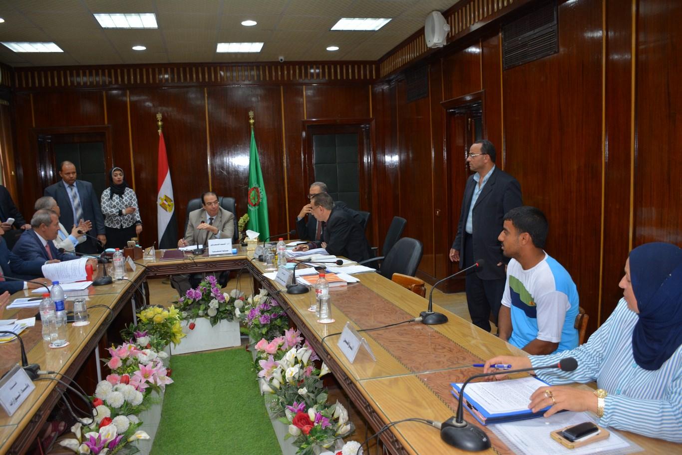 لقاء المحافظ بأعضاء الجهاز التنفيذي بالمحافظة (8)