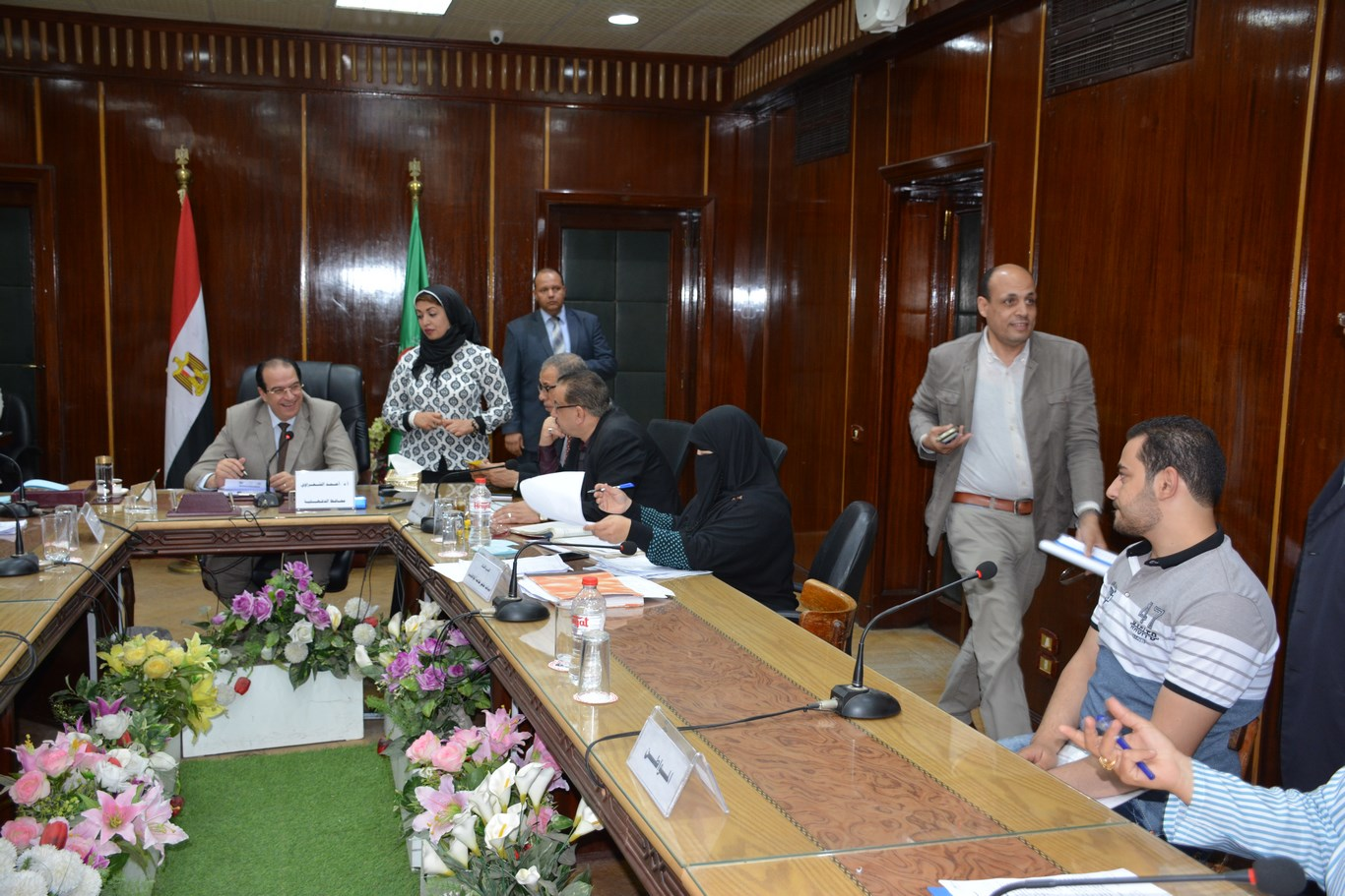 لقاء المحافظ بأعضاء الجهاز التنفيذي بالمحافظة (9)