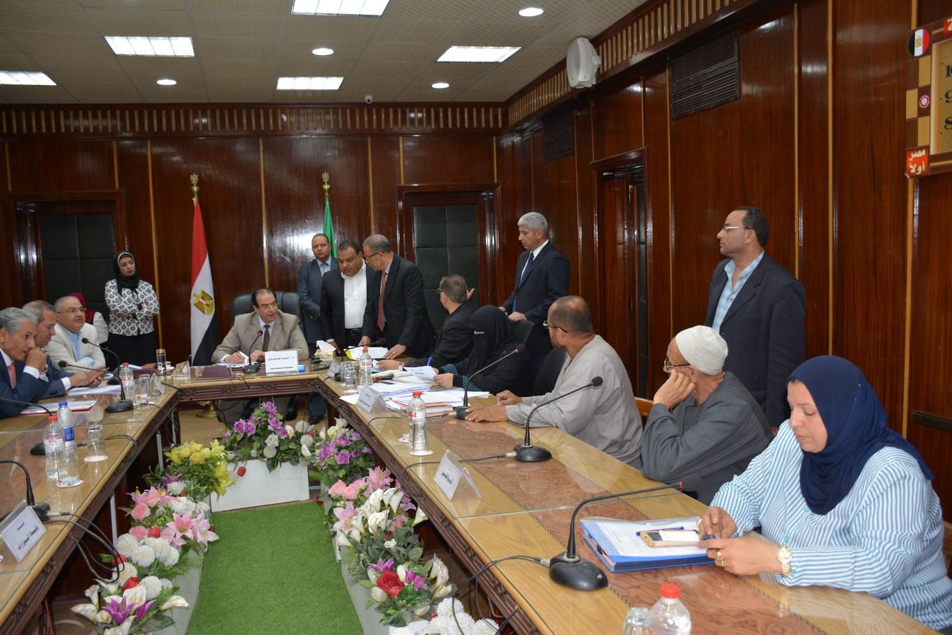 لقاء المحافظ بأعضاء الجهاز التنفيذي بالمحافظة (10)