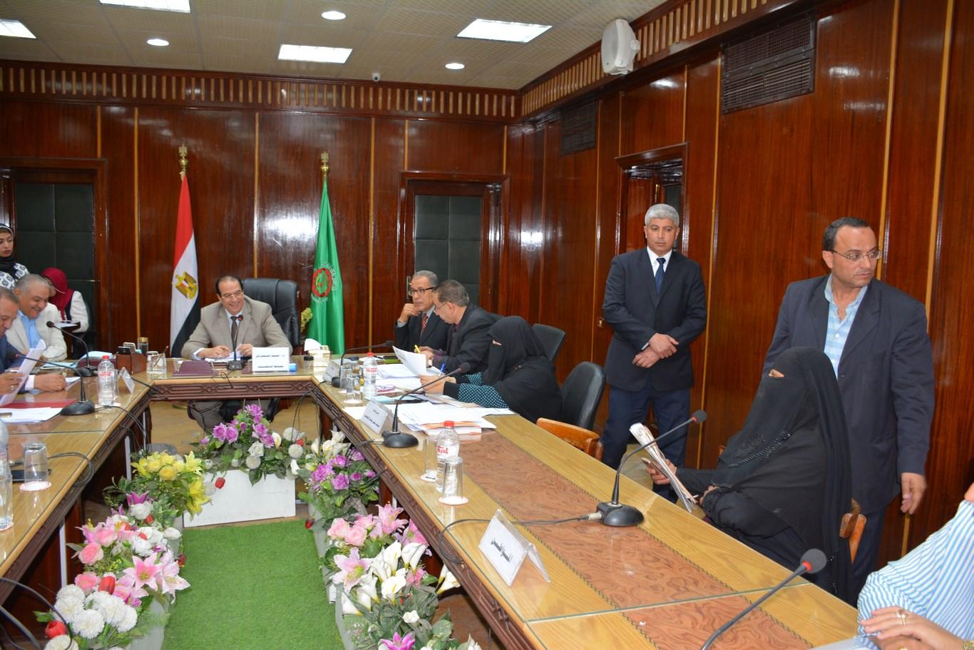 لقاء المحافظ بأعضاء الجهاز التنفيذي بالمحافظة (7)