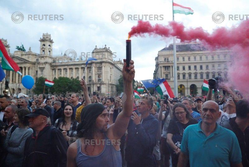 الشماريخ في المظاهرات