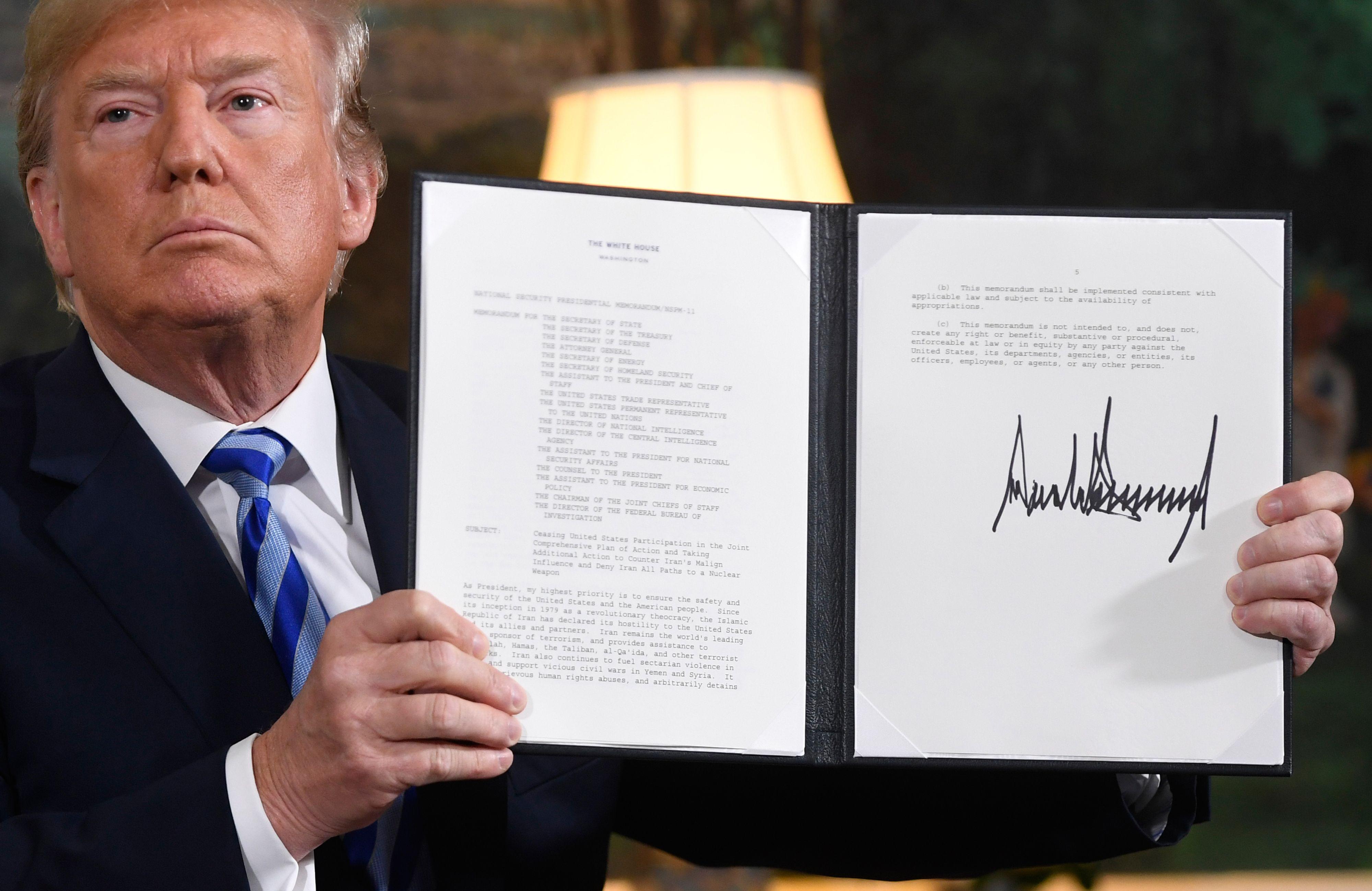 توقيع ترامب علي الانسحاب من الاتفاق النووي
